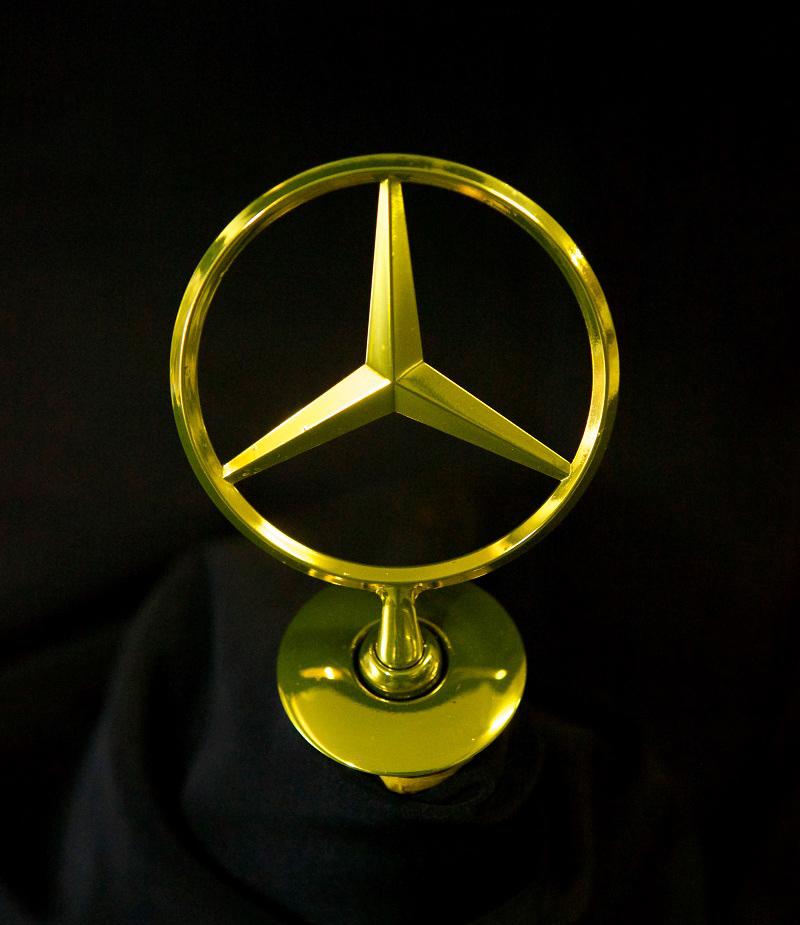 Ult1mate-Gold-Mercedes-Badge
